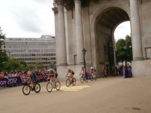 sarah in london 2012 17 20120902 1110517745